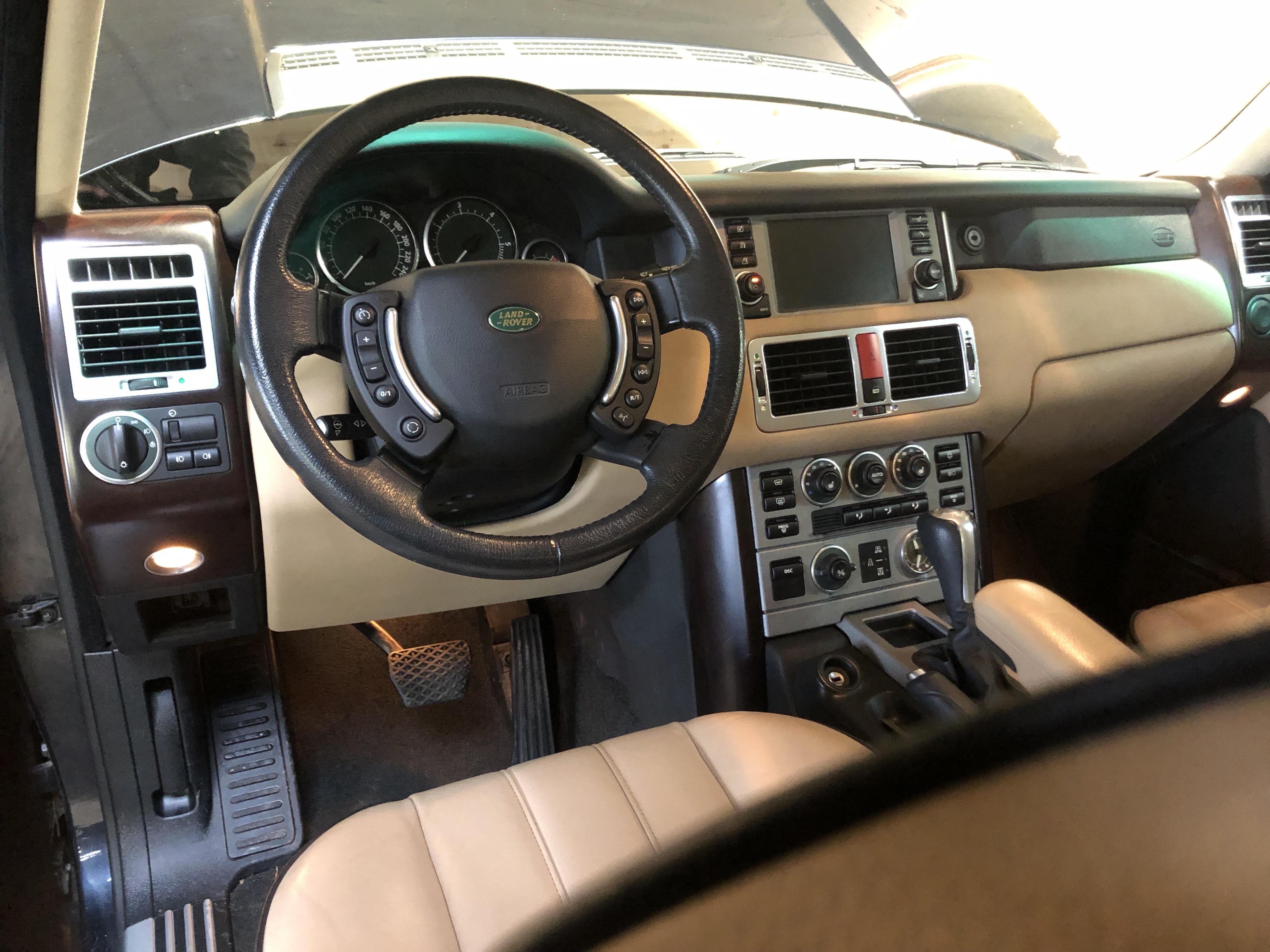 Land Rover Range Rover Td6 HSE – 1ère main
