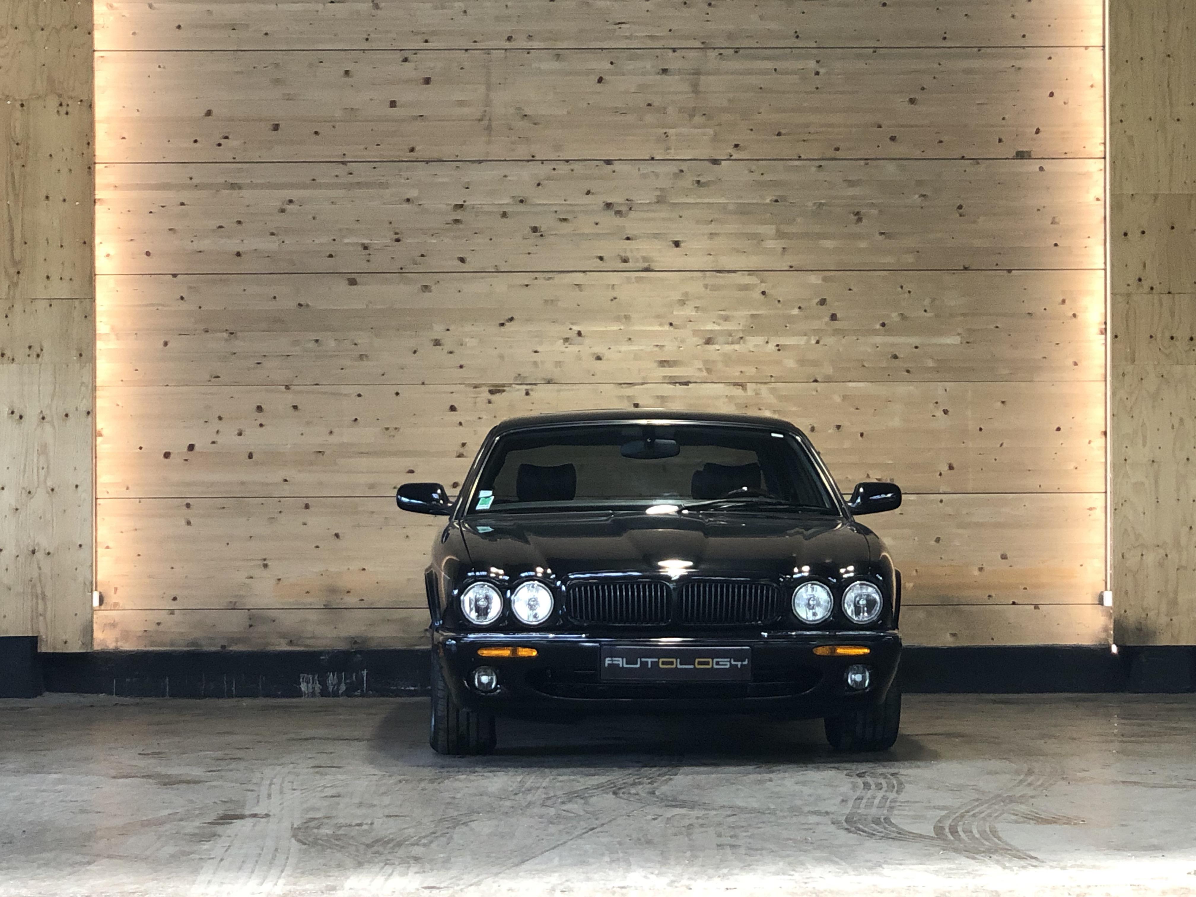 Daimler V8 4.0 BVA (X308)