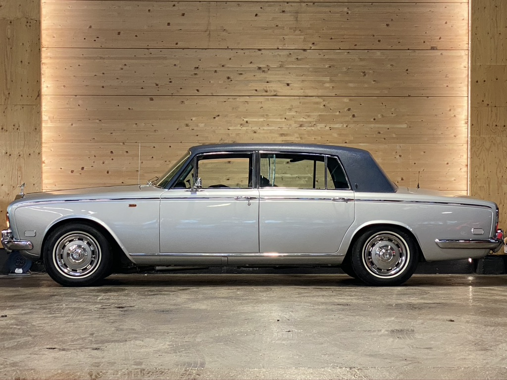 Rolls Royce Silver Shadow LWB (with division)